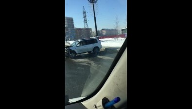 Nissan, Suzuki иToyota столкнулись наулице Горького вЮжно-Сахалинске