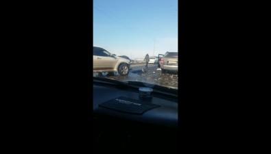 Subaru иToyota лобв лобстолкнулись наулице Победы вХолмске