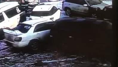 Долинский водитель врезался втри машины напарковке автосервиса