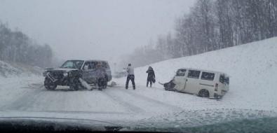 Три машины имного крови: недалеко отДолинска произошло серьезное ДТП