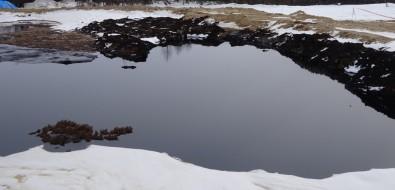 Мертвая земля иядовитое озеро: депутаты увидели, какобращаются снефтеотходами насевере Сахалина