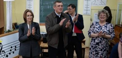 Ученики школы искусств вАлександровске-Сахалинском нетанцуют из-за страха провалиться подпол