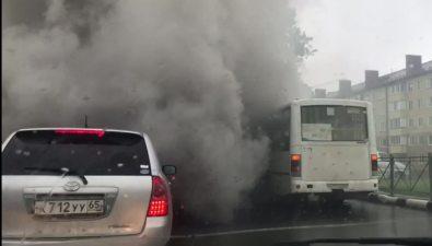 На проспекте Мира вЮжно-Сахалинске задымился пассажирский автобус