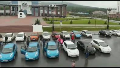 Сахалинские владельцы электромобилей устроили митинг-выставку наплощади Победы