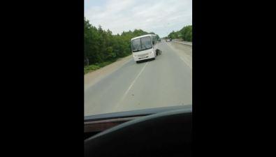 Автобус иSubaru Forester столкнулись врайоне села Успенского