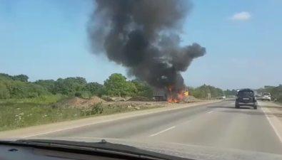 На объездной дороге вЮжно-Сахалинске загорелся самосвал