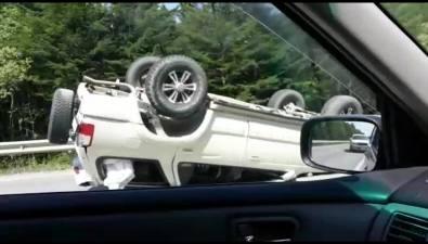 Внедорожник Toyota Surf перевернулся после столкновения сToyota Ist вКорсаковском районе