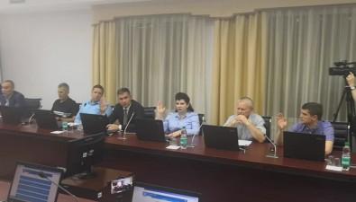Депутаты Южно-Сахалинска этично намекнули Альперовичам, какнужно себя вести перед выборами