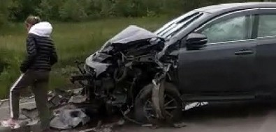 Иномарка пробила дорожное ограждение навыезде изПоронайска