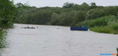 Еще дваавто утонули наюге Сахалина