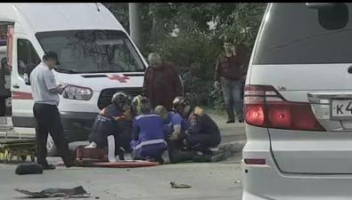 На перекрестке вЮжно-Сахалинске столкнулись автомобиль имотоцикл