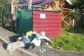 Жильцы домов уплощади Славы устроили свалку умусорных контейнеров детского сада