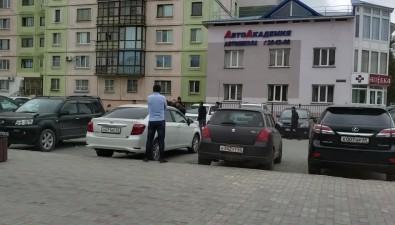 В центре Южно-Сахалинска участник конфликта размахивал пистолетом