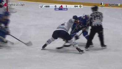 """Хоккеисты """"Сахалина"""" все-таки выиграли у""""Анян Халлы"""" ивернулись напервое место вАХЛ"""