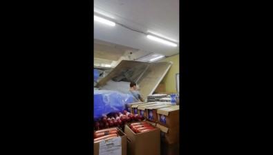 В южно-сахалинском продовольственном дискаунтере наклиентов упал потолок