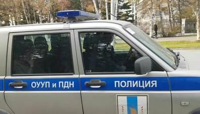 Сахалинские полицейские увлеклись изадержали больше человек, чемвмещает ихмашина