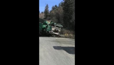 На Сахалине водитель грузовика сотказавшими тормозами выпрыгнул изкабины, чтобы остаться живым