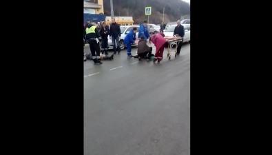 Двоих пешеходов сбили назебре через улицу Окружную вКорсакове
