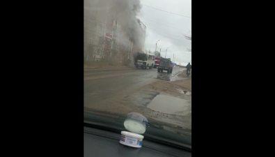 В Охенапротив школы сгорел ПАЗ