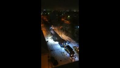 Укладку асфальта всвежий снег ночью засняли южносахалинцы сулицы Поповича