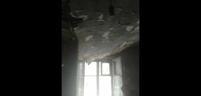 Потолок дома вЕлочках обвалился насахалинского пенсионера