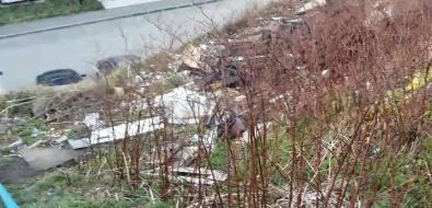 """Холмская УКне спешит избавить горожан от""""мусорных пейзажей"""""""