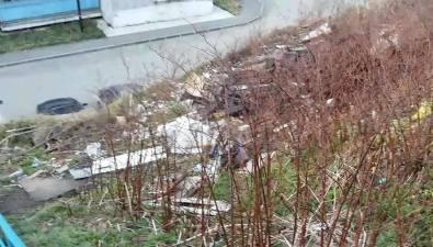 """Холмская УКне спешит избавлять горожан от""""мусорных пейзажей"""""""