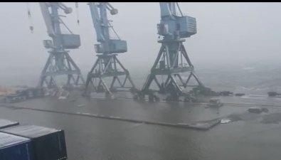 Корсаковский порт ушел подводу