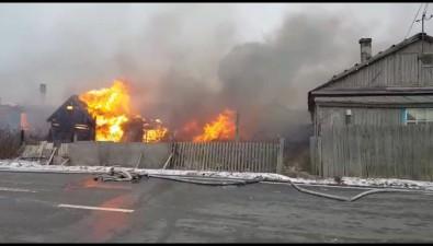 Огонь набросился надва дома вселе Озерском