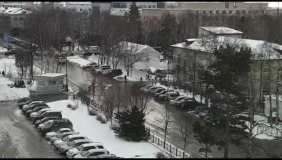Сахалинские военные стачкой оснежают дорогу перед ПСО