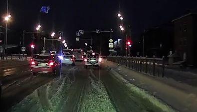 """В Южно-Сахалинске светофор научат """"подмигивать"""", чтобы авто несбивали людей"""