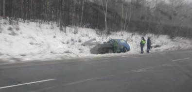 Около десятка машин вылетели вкюветы накорсаковской трассе из-за гололедицы
