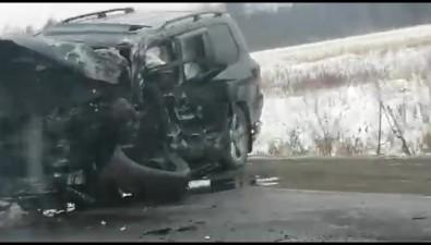 Водителей зажало вавтомобилях после столкновения недалеко отБерезняков