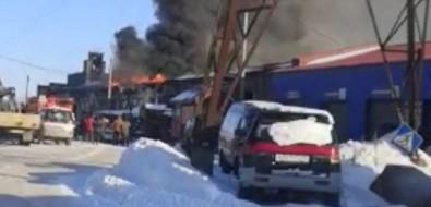 Пожар натерритории бывшего бумзавода вПоронайске угрожает автосервису