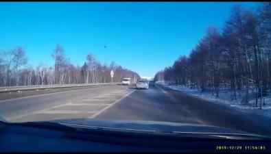 Три автомобиля столкнулись накорсаковской трассе