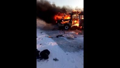 На озере Невском сгорел автомобиль
