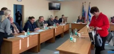 Единороссы изНоглик незаконно лишили коммунистку мандата, чтобы назначить своего председателя собрания