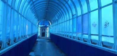В надземных пешеходных переходах Южно-Сахалинска снова поменяют напольное покрытие