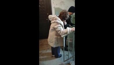 На Сахалине инвалид первой группы почти годпросит сделать поручень вподъезде