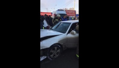 В магазин наЛермонтова вЮжно-Сахалинске въехал белый седан