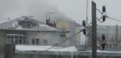 В Холмске борются согнем вмногоквартирном доме