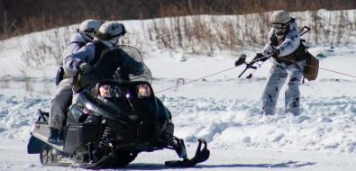 Сахалинские военные опробовали снегоходы ЦТВС вучебном бою