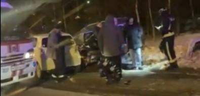 По дороге вЛуговое столкнулись триавтомобиля