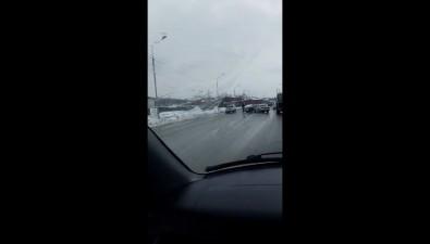На улице Железнодорожной вЮжно-Сахалинске неподелили дорогу Vista иChaser