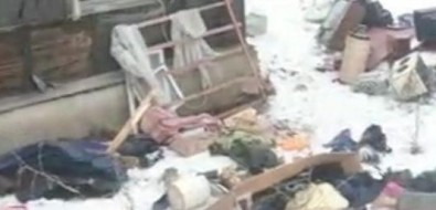 Военные начали сносить домв Первой Пади, выкинув изокон вещи жильцов