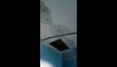 В доме №97 поулице Советской вХолмске прохудилась крыша