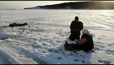 Снегоход рыболовов ушел подлед озера Изменчивого