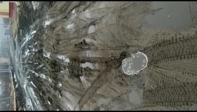 Добраться доновостроек вКрасногорске можно только наджипе илив резиновых сапогах