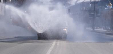 В Южно-Сахалинске залили хлоркой проспект Победы