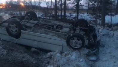 В Южно-Сахалинске перевернулся автомобиль